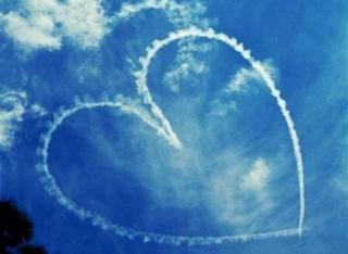http://www.immaginidamore.it/immagini/hd/cuore-tra-le-nuvole.jpg